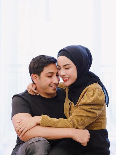 Medina Zein dan Lukman Azhari. (Foto: Instagram @medinazein)