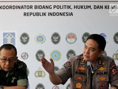 Kepala Pusat Penerangan TNI Mayjen Sisriadi dan Kepala Divisi Humas Polri Irjen M Iqbal saat menggelar jumpa pers terkait perkembangan kerusuhan 21-22 Mei 2019 di Jakarta, Selasa (11/6). Polisi Telah menetapkan 6 tersangka perencana pembunuhan terhadap 4 tokoh nasional. (Liputan6.com/Johan Tallo)
