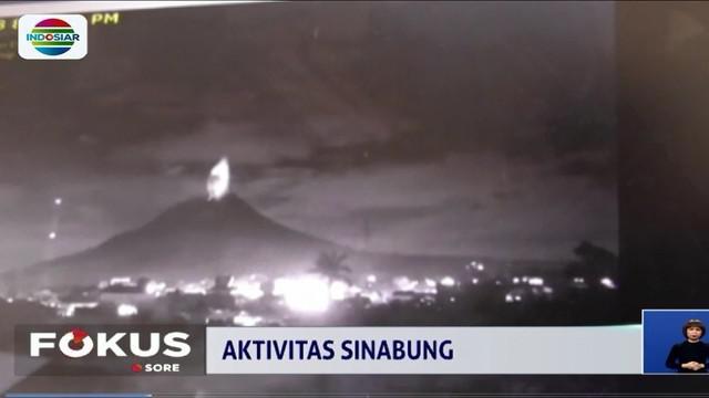 Aktivitas Sinabung berhasil terekam kamera pengawas PVMBG. Tercatat ada dua kali aktivitas erupsi terjadi.