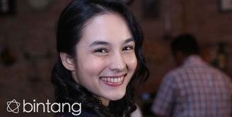 Menjadi salah satu aktor dalam drama serial televisi Jepang, Chelsea Islan berkomunikasi dengan pemain lainnya menggunakan bahasa Inggris.  Selain itu, serial ini akan memperlihatkan keindahan wisata Indonesia yang ada di Yogyakarta.