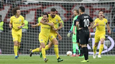 Selebrasi Pedro Rodgriguez usa mencetak gol pada leg 1, semifinal Liga Europa yang berlangsung di Stadion Commerzbank Arena, Frankfurt, Jumat (3/5). Chelsea imbang 1-1 kontra Eintracht Frankfurt. (AFP/Daniel Roland)