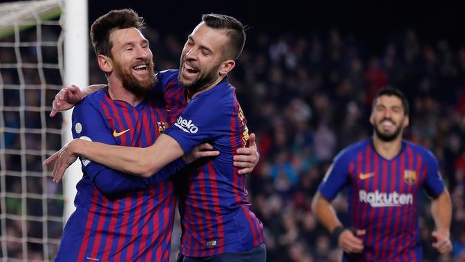 Penyerang Barcelona, Lionel Messi berselebrasi dengan Jordi Alba setelah mencetak gol ke gawang Leganes pada pertandingan pekan ke-20 La Liga Spanyol, di Camp Nou, Senin (21/1). Barcelona kian kokoh di puncak klasemen usai menang 3-1 (AP/Manu Fernandez)#source%3Dgooglier%2Ecom#https%3A%2F%2Fgooglier%2Ecom%2Fpage%2F%2F10000