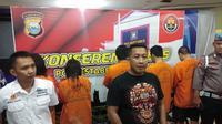 Tim satnarkoba Polrestabes Makassar mengungkap jaringan pengedar ekstasi jelang pergantian tahun di Makassar (Liputan6.com/ Eka Hakim)