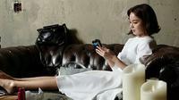 Di unggahan foto di akun Instagram Rain banjir ucapan selamat dari warga net. Di sisi lain, mereka juga penasaran dengan wajah dan nama dari anak Rain dan Kim Tae Hee. (Instagram/taehee35)