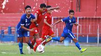 Striker Persik Septian Satria Bagaskara menyumbang satu gol kemenangan 3-0 saat uji coba melawan Martapura FC di Stadion Brawijaya Kota Kediri, Rabu (23/9/2020). (Bola.com/Gatot Susetyo)