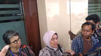 Komisioner Komnas Perempuan, Sri Nurherwati mendatangi Markas Kepolisian Daerah (Mapolda) Jawa Timur (Jatim) untuk menemui tersangka kasus dugaan pornografi, artis VA, Kamis, 28 Februari 2019.