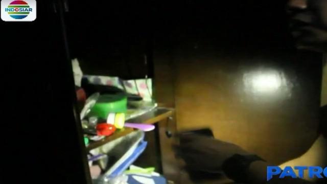 Dalam penggerebakan ini, polisi mengamankan sekotak plastik klip sabu, dua telepon genggam, serta uang hasil penjualan narkoba.