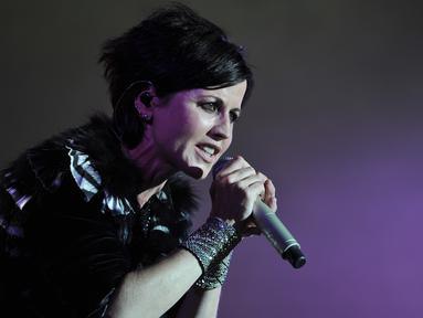 Vokalis The Cranberries, Dolores O'Riordan, tampil di atas panggung festival Cognac Blues Passion di Prancis pada 7 Juli 2016. Dolores O'Riordan meninggal dunia secara mendadak di London, pada Senin (15/1), dalam usia 46 tahun (GUILLAUME SOUVANT/AFP)