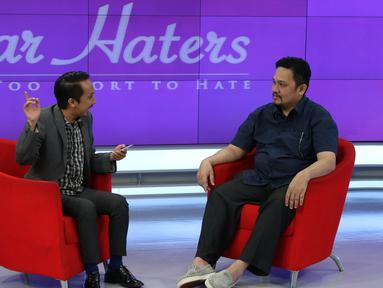 "Farhat Abbas saat menghadiri acara ""Dear Haters"" di SCTV Towers, Jakarta, Kamis (21/1/2016). Program 'Dear Haters' bertujuan untuk mengkampanyekan tentang cinta, dan pengertian dalam hidup. (Liputan6.com/Herman Zakharia)"