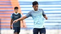 Pemain baru Persela Lamongan, Nasir. (Bola.com/Aditya Wany)