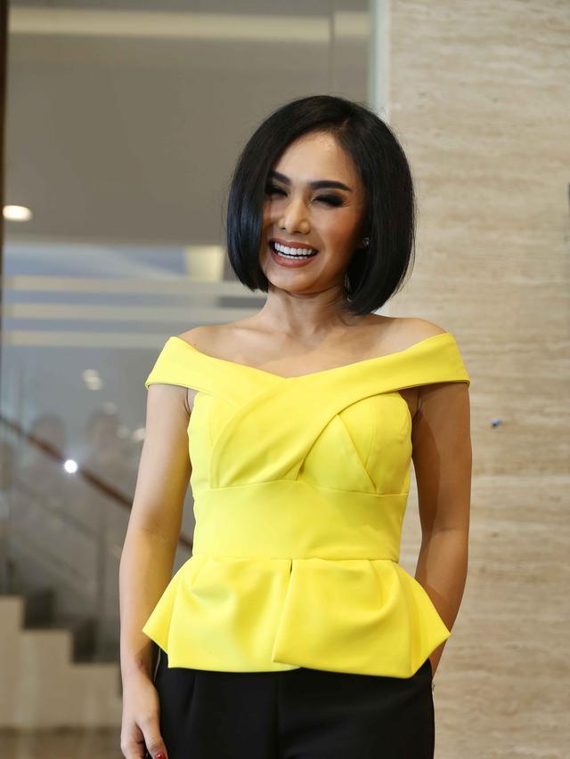 6 Gaya Yuni Shara Dengan Rambut Keriting Dipuji Makin Cantik Surabaya Liputan6 Com