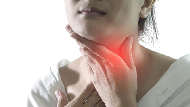 Salah satu gangguan kesehatan yang berhubungan dengan kelenjar tiroid adalah hipertiroidisme