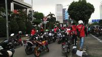 Demo buruh macetkan jalan S Parman Jakarta Barat.