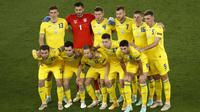 Timnas Ukraina berpose jelang pertandingan babak perempat final Euro 2020 melawan Inggris di Stadion Olimpico, Roma. Minggu (4/7/2021). (Foto: AFP/Pool/Alessandro Garofalo)