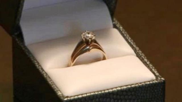 Jangan Lamar Kekasih Dengan Cincin Berlian Ini Alasannya