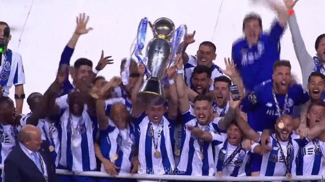 Porto berhasil meraih gelar Liga Portugal ke-28 setelah menaklukkan Feirense 2-1. Thsi video is presented by Ballball.