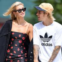 Meski kabar pernikahan Hailey Baldwin dan Justin Bieber hanya hoaks, bukan berarti pernikahan mereka batal dilaksanakan. (Robert O'Neil-Splash - People Magazine)