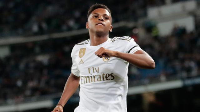 Striker Real Madrid Rodrygo berselebrasi setelah berhasil mencetak gol ke gawang Leganes pada pekan ke-11 La Liga 2019-2020 di Santiago Bernabeu,, Rabu (30/10/2019). Real Madrid tanpa ampun menghajar tamunya Leganes, 5-0. (AP/Bernat Armangue)
