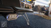Sebuah colokan listrik dan USB disediakan di ruang tunggu Terminal 3 Bandara Soekarno-Hatta, Tangerang, Senin (24/04). Angkasa Pura II akan mengoperasikan Terminal 3 pada 1 Mei 2017. (Liputan6.com/Fery Pradolo)