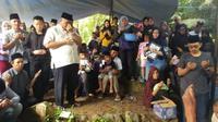 Suasana pemakaman Meyuza Zainal Abidin, istri pelawak Ade Jigo (Dok. Keluarga Ade Jigo / Nefri Inge)