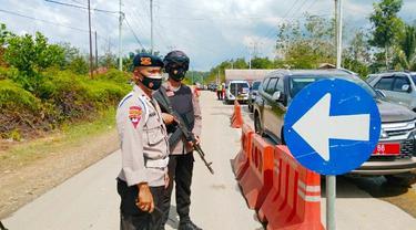 Pos penyekatan larangan mudik lebaran di perbatasan Riau-Sumatra Barat.