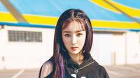 Hana gugudan. (Jellyfish Entertainment via Soompi)