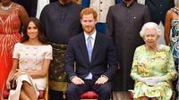 Simak penampilan kontras Ratu Elizabeth II dan Meghan Markle di acara Queen's Young Leaders Awards (instagram/ duchessfangirl)