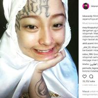 Memutuskan untuk berhijab, cerita hijrah mantan anak punk yang memiliki tato di jidatnya ini kini menjadi viral. (Foto: Instagram @iskarandy)