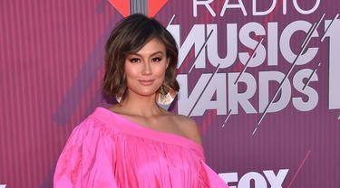 Agnez Mo Raih Piala iHeartRadio Music Awards 2019
