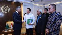 Ketua DPR RI Bambang Soesatyo menerima Duta Besar Pakistan untuk Indonesia H.E. MR. Mohammad Aqil Nadeem di ruang kerja Pimpinan DPR RI.