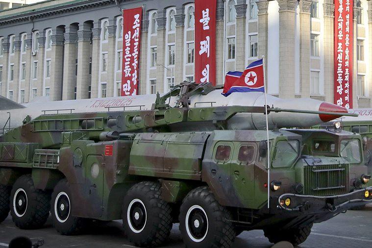 Korut pamerkan peralatan militer, termasuk rudal, dalam parade di Pyongyang, Sabtu 15 April 2017 (AP Photo)