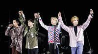 SHINee dalam konsernya di Tokyo Dome (Twitter/ SMTOWNGLOBAL)