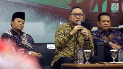 Ketua MPR Zulkifli Hasan menjadi pembicara dalam Refleksi Akhir Tahun dan Tahun Politik 2019 di Nusantara III, Kompleks Parlemen MPR/DPR-DPD, Senayan, Jakarta, Selasa (18/12). (Liputan6.com/Johan Tallo)