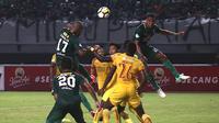 Persebaya kontra Sriwijaya FC pada pekan keenam Gojek Liga 1 bersama Bukalapak, Minggu (22/4/2018) di Stadion Gelora Bung Tomo. (Bola.com/Aditya Wany)
