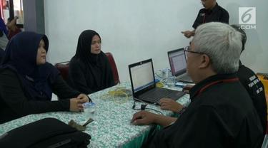 Para tahanan wanita dari Lapas Pondok Bambu dibuatkan E-KTP agar terdata sebelum Pilpres 2019.