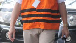 Bupati Kebumen nonaktif Mohammad Yahya Fuad berjalan untuk menjalani pemeriksaan di gedung KPK, Jakarta, Jumat (13/4). Mohammad Yahya Fuad menjalani pemeriksaan lanjutan sebagai tersangka untuk melengkapi berkas. (Merdeka.com/Dwi Narwoko)
