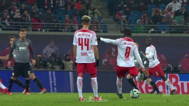 RB Leipzig kembali menempati urutan kedua klasemen Bundesliga setelah menang 2-0 atas Augsburg. Dayotchanculle Upamecano membuka s...