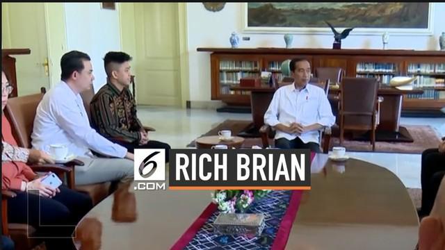 Presiden Joko Widodo menerima kedatangan seorang rapper asal Indonesia yang berkarier dan menorehkan prestasi di industri musik Amerika Serikat, Brian Imanuel Soewarno, atau lebih dikenal dengan nama Rich Brian.