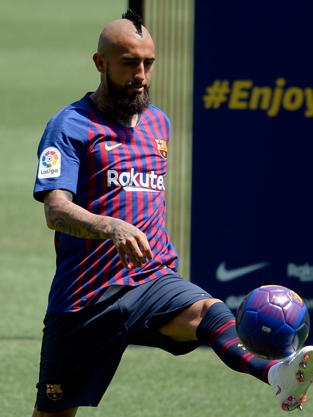 Arturo Vidal dan Putranya Pamer Skill di Camp Nou