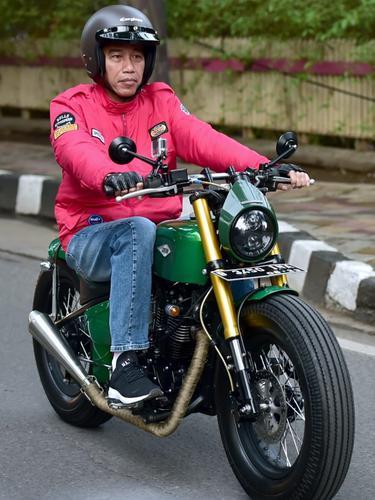 Jokowi Jajal Motor ke Pasar Anyar Tangerang