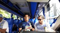 Persib Bandung berangkat menuju Tasikmalaya untuk menjalani uji coba. (Bola.com/Erwin Snaz)