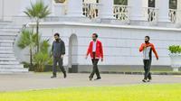 Presiden Jokowi ditemani Panglima TNI Marsekal Hadi Tjahjanto dan Kapolri Jenderal Idham Azis berolahraga di area sekitar Istana Kepresidenan Bogor, Minggu (7/6/2020). (Biro Pers Istana Kepresidenan)