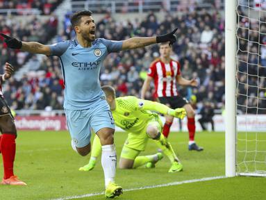 Sergio Aguero membuka keunggulan bagi Manchester City menit ke 42' setelah tembakannya merobek jala Sunderland pada lanjutan Premier League di Stadium of Light, Sunderland, (5/3/2017). Manchester City menang 2-0.  (Owen Humphreys/PA via AP)