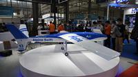 Orang-orang mengunjungi Pameran Drone Internasional Shenzhen ke-5 di Provinsi Guangdong, China selatan (13/9/2020). Kongres Drone Dunia 2020 dan Pameran Drone Internasional Shenzhen ke-5 dibuka di Shenzhen pada Minggu (13/9). (Xinhua/Wang Feng)