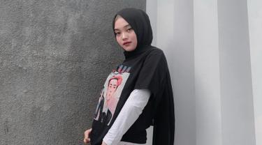 FOTO: Gaya Putri Delina Kenakan Baju Hitam, Simple dan Stylish