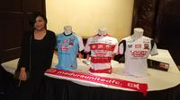 Putri Achsanul Qosasi, Annisa Zhafarina menjadi perancang jersey Madura United. (Liputan6.com/Thomas)