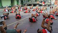 Tentara Nasional Indonesia Angkatan Darat (TNI AD) kembali memperhatikan kondisi berat badan yang dimiliki setiap anggotanya. Setiap anggota yang memiliki berat badan yang ideal dan tidak obesitas. (Liputan6.com/Arfandi Ibrahim)