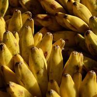Ilustrasi kulit pisang baik untuk bantu hilangkan jerawat. (unsplash.com Pop & Zebra).