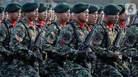 Prajurit saat mengikuti parade upacara peringatan HUT ke-74 TNI di Taxy Way Echo Lanud Halim Perdanakusuma, Jakarta Timur, Sabtu (5/10/2019). HUT ke-74 TNI juga menampilkan sejumlah alat utama sistem persenjataan (Alutsista). (Liputan6.com/JohanTallo)
