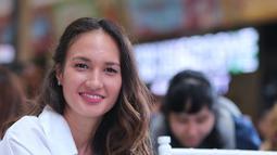 Bukan tanpa alasan, menurut Nadine dirinya lebih sering beraktivitas di luar ruangan sehingga perhiasan yang simple adalah pilihan yang tepat untuknya. (Adrian Putra/Bintang.com)